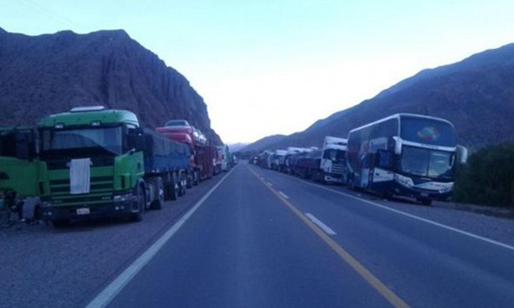 Camiones paraguayos que no podían avanzar. Foto://UH