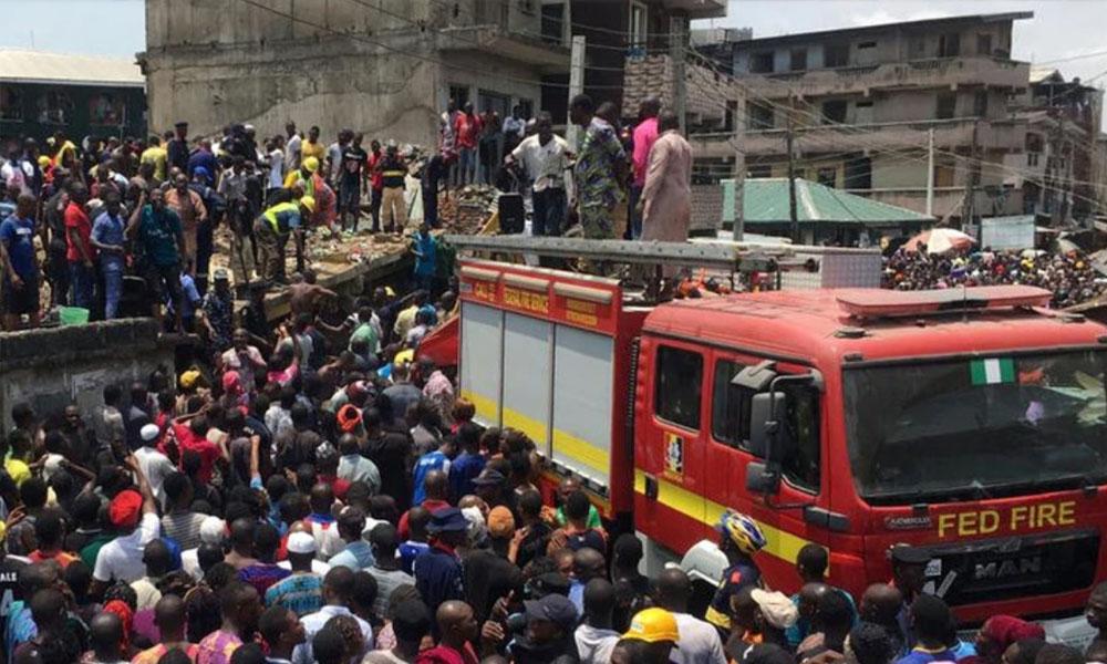 Más de 100 niños atrapados al colapsar edificio en Nigeria