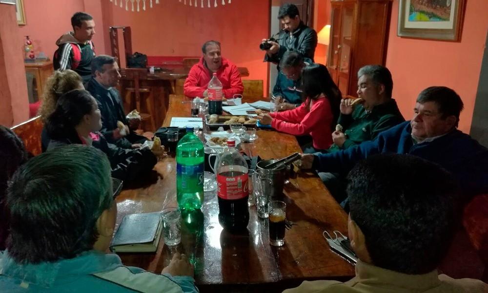 "Reunión de la comisión especial ""Ya Ovalema"", presidida por Dani Fleitas."