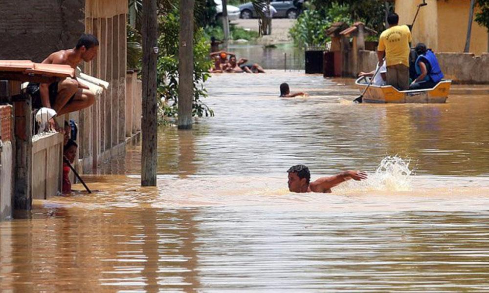 Dos muertos y 30.000 desalojados por las fuertes lluvias en estado brasileño