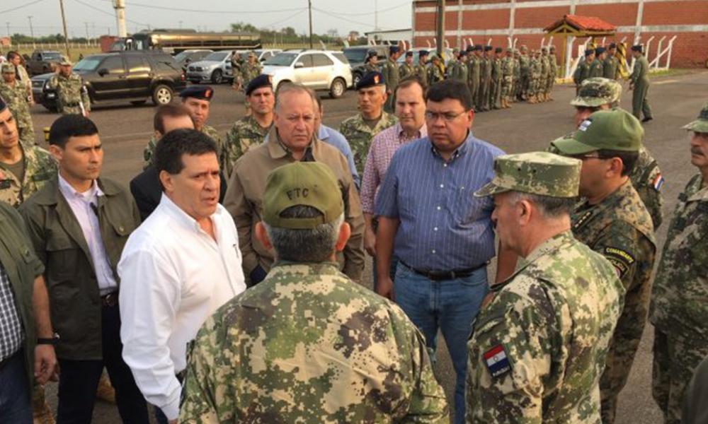El presidente de las República, Horacio Cartes se reunió con los militares. Foto: //EFE.