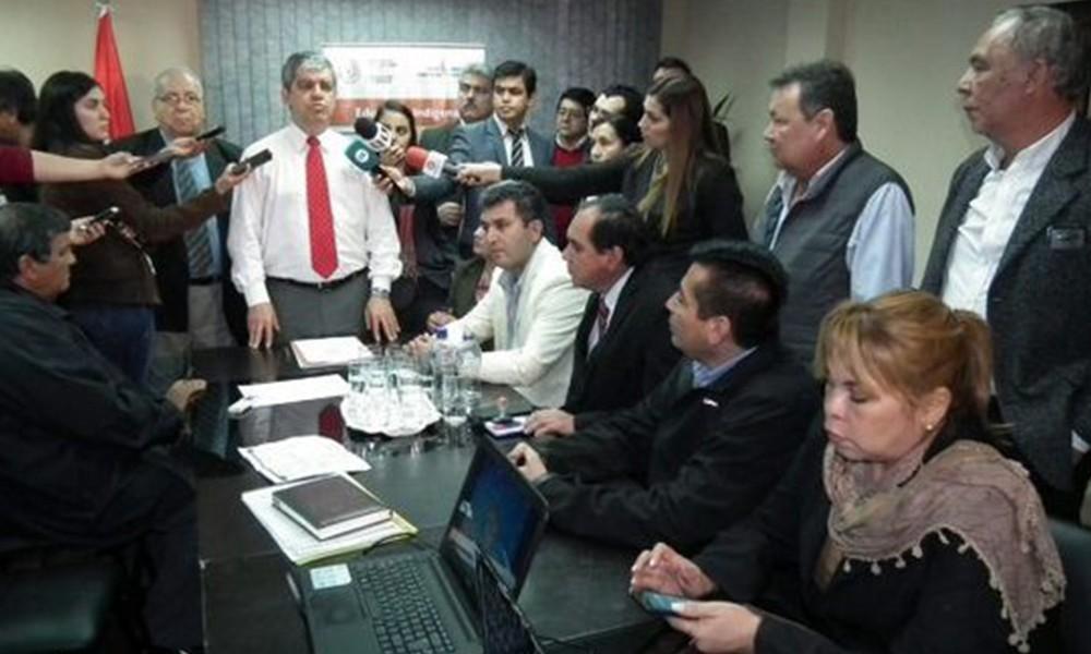 Reunión entre el ministro Riera y los miembros de los gremios docentes Foto://IP