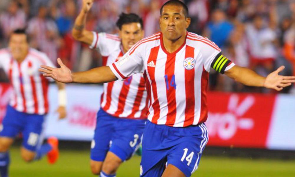 Un guerrero. Paulo Da Silva, quien lideró la defensa paraguaya, celebra su gol, el segundo del equipo. Paraguay puso todo. Foto: Ultimahora.com.py