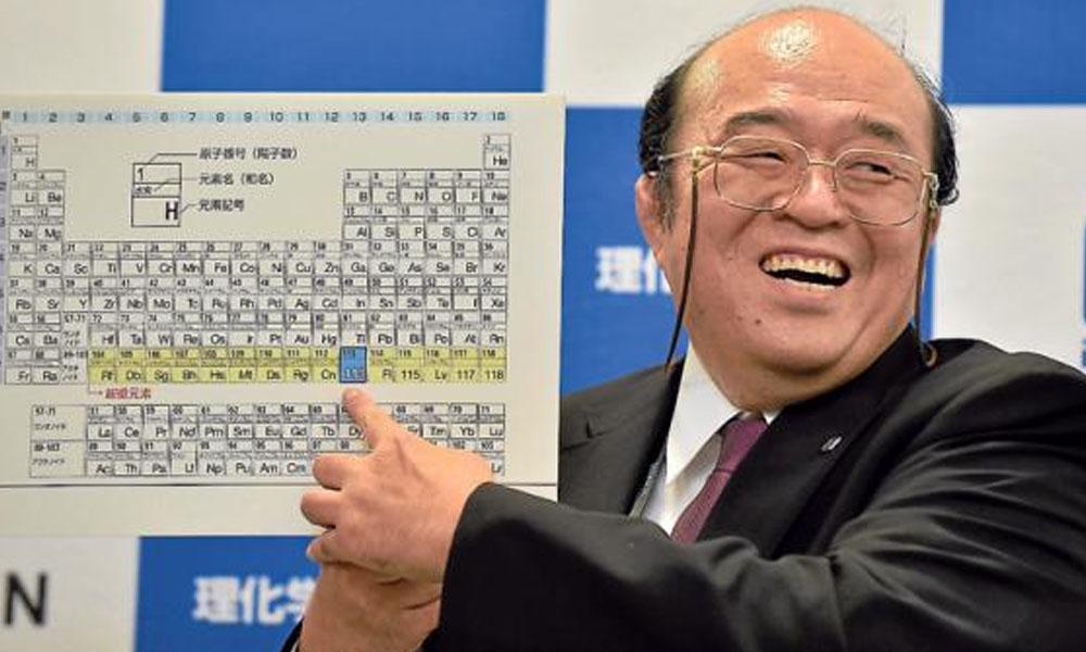 """En la foto, Kosuke Morita (líder del equipo del Instituto Riken) celebra la inclusión del elemento 113, ahora conocido como """"nihonio"""". //elcomercio.com"""