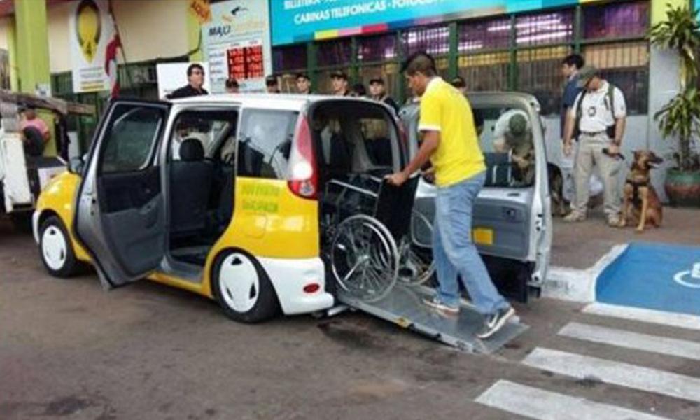El primer taxi inclusivo fue presentado en la Terminal de Ómnibus de Asunción. | Foto: 970 AM.