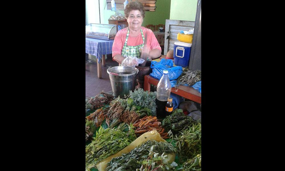 Leonarda Noguera vendedora de remedios yuyos. Foto://OviedoPress