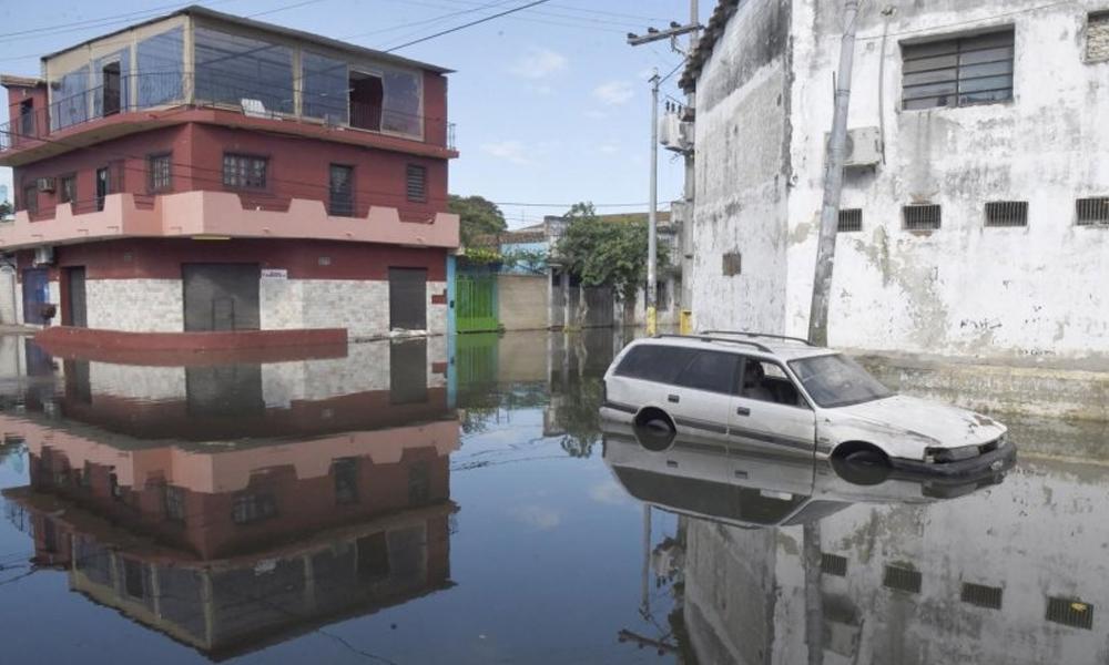 Más de 200 familias quedaron bajo agua tras ceder muro en Sajonia