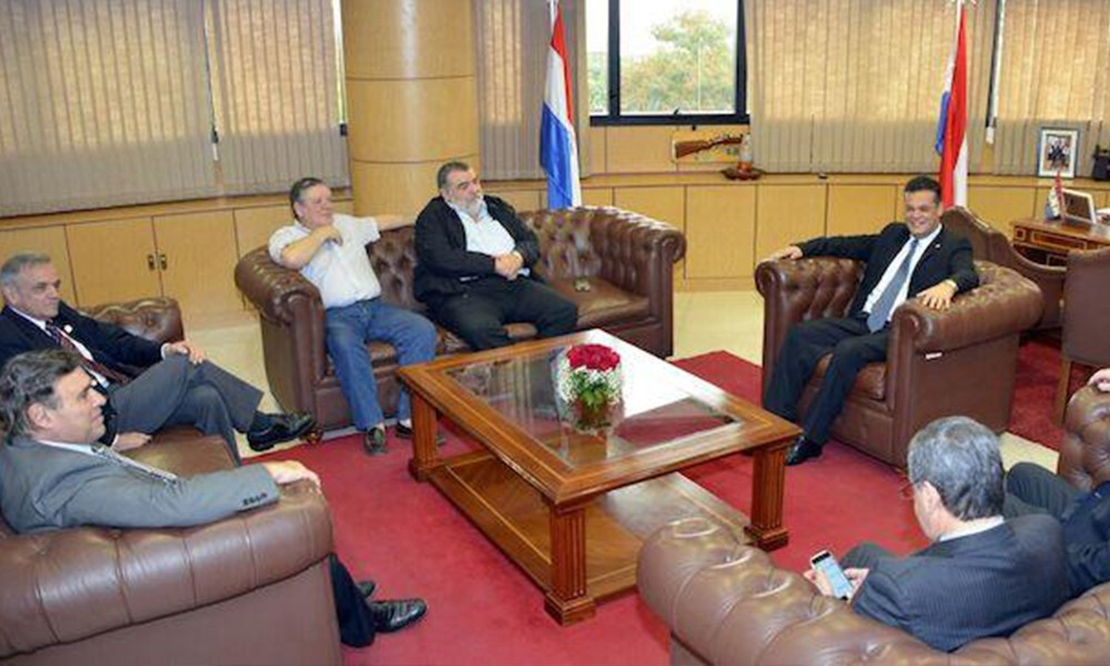 Directivos de la ARP, UIP y la UGP se reunieron este viernes con el presidente del Congreso, Robert Acevedo. //Lanacion.com.py