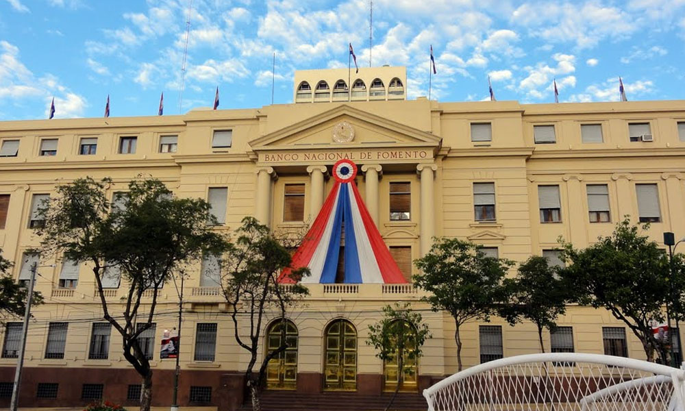 Fachada del Banco Nacional de Fomento, donde hubo un faltante de más de G. 2.400 millones. // ip.gov.py