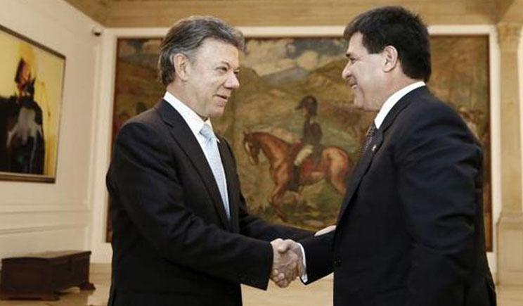 El presidente de Colombia, Juan Manuel Santos y Horacio Cartes Foto: Presidencia