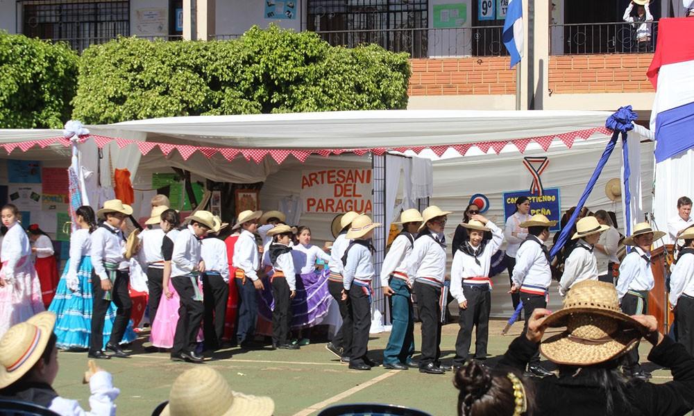 CED festeja el Día del Folklore