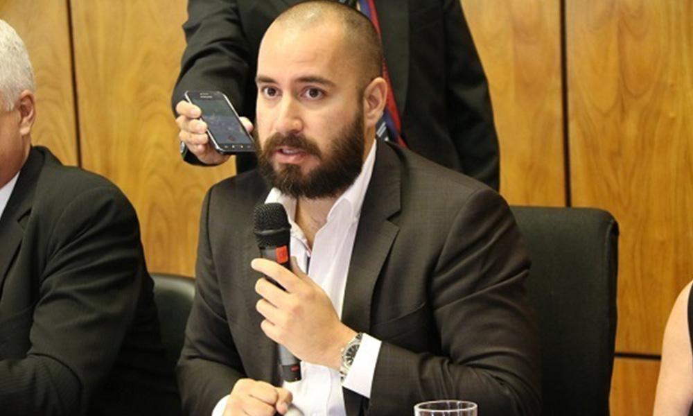 Ariel Oviedo en conferencia de prensa. Foto://Diputados.