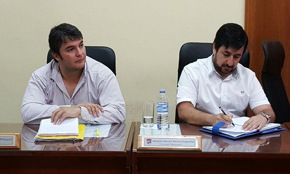 Nueva mesa directiva. Concejales. Marcos Benítez (i) y Armando Riveros (d). //OViedoPress