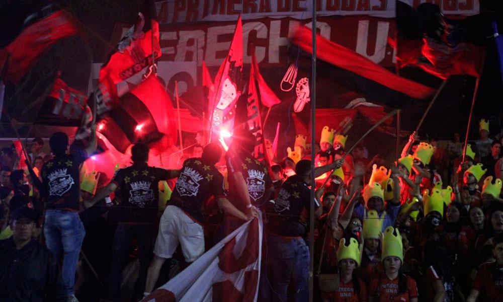 """Los """"Justicieros """"mejor hinchada"""" Derecho UNA. //OviedoPress"""