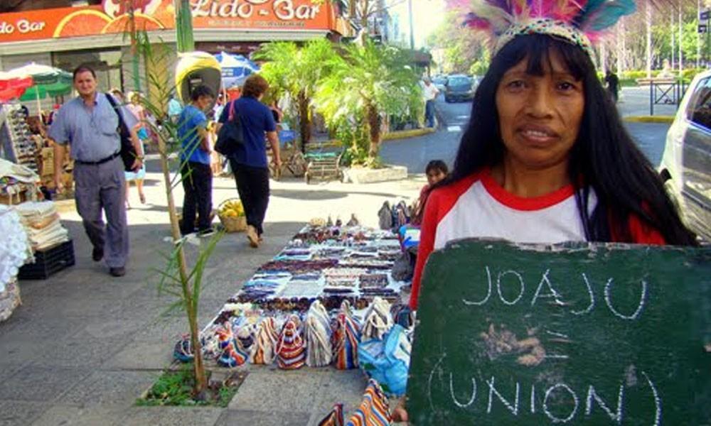 En la fecha se conmemora el día del idioma Guaraní, ya que el 25 de agosto de 1967 se promulgó la Constitución Nacional, que por primera vez otorgó rango jurídico al Guaraní al reconocerle como Lengua Nacional. //carligonca.wordpress.com