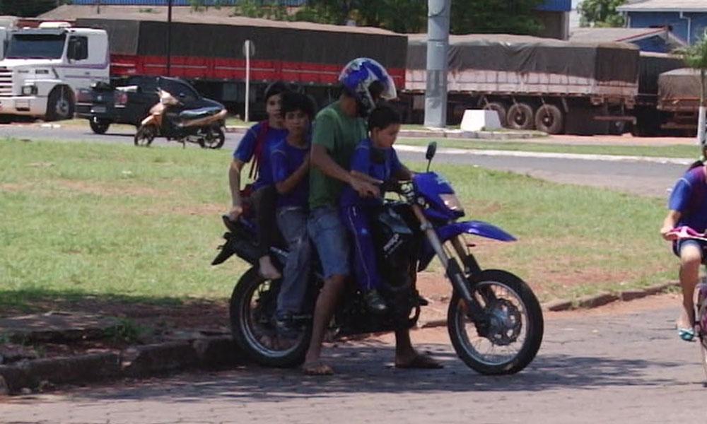 OMS pide no llevar a niños en motocicletas