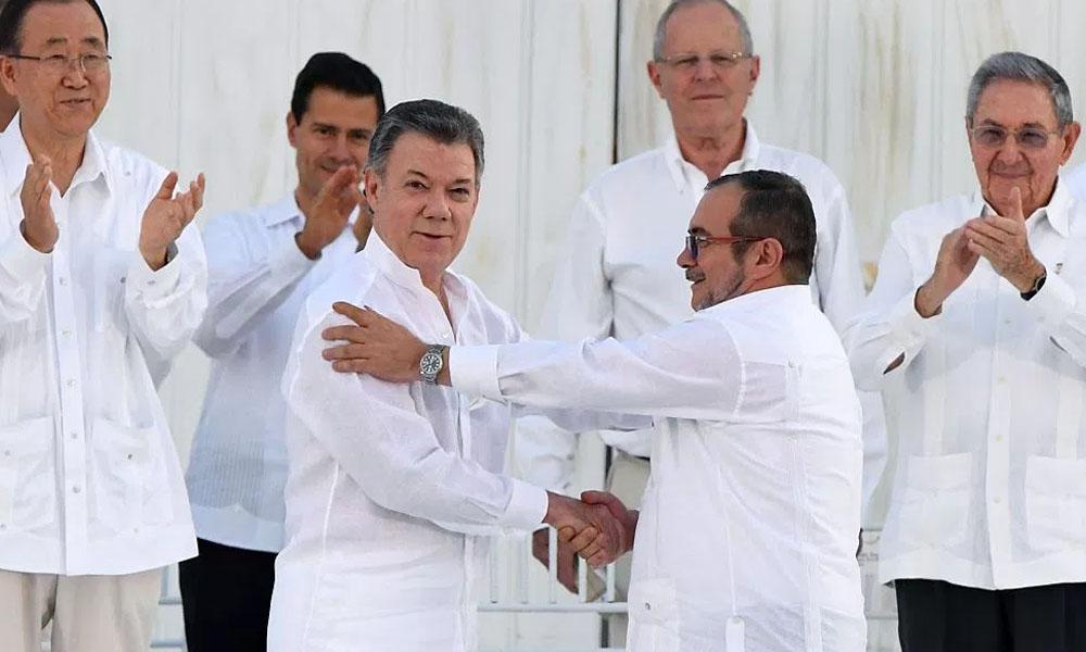 Tras 52 años de guerra Gobierno colombiano y las FARC firman la paz
