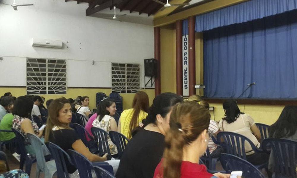 Reunión de padres en el Salón Gerónimo Pechillo. Foto//Gentileza.