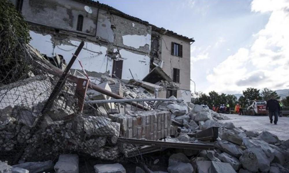 Vista de varios edificios derrumbados por el terremoto que sacudió Fonte del Campo. Foto:// EFE