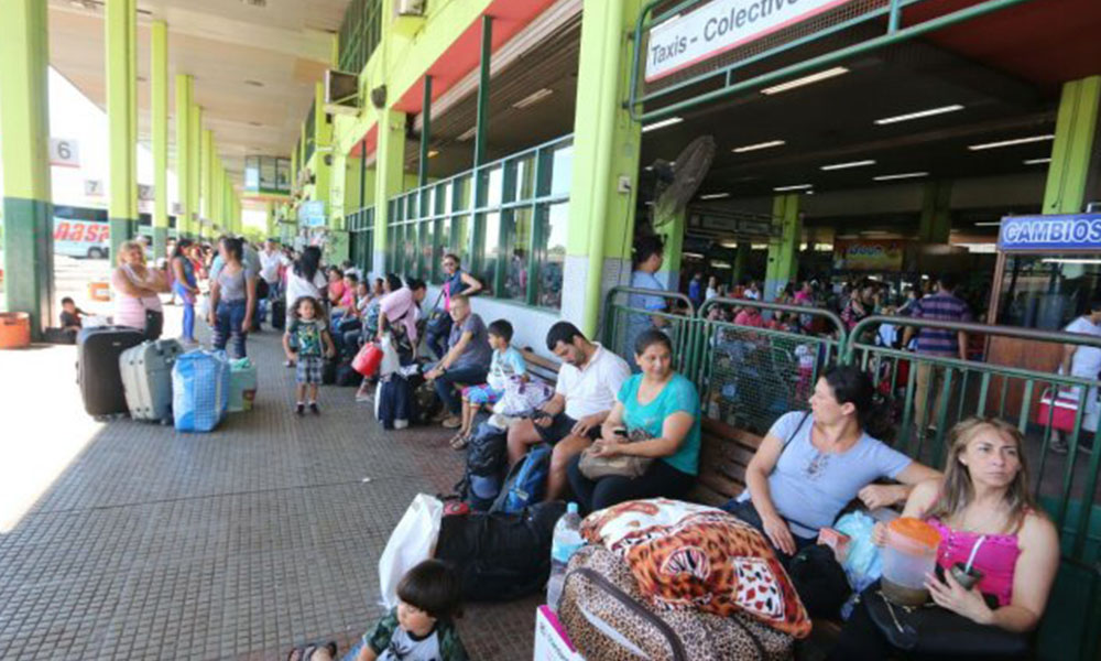 Gran movimiento en la Terminal de Ómnibus de Asunción. No descartan que esto sea mayor este viernes. Foto://Ultimahora.com