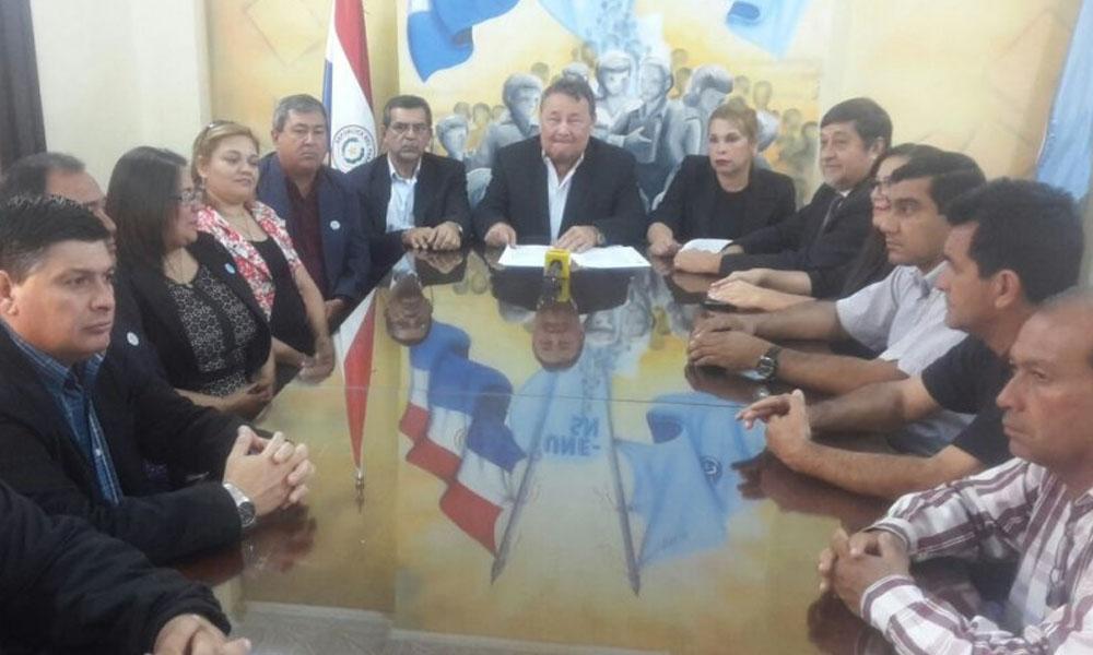 Miembros de la UNE en conferencia de prensa. //Alejandro Acosta