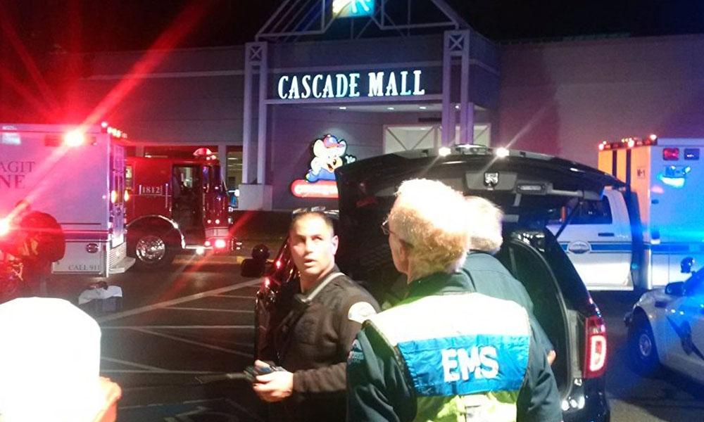 Tres personas mueren tras un tiroteo en un centro comercial de Washington