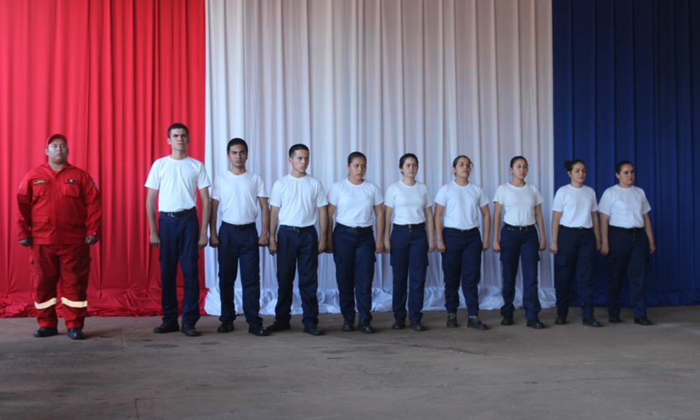Los nueve voluntarios egresados de la academia, listos para prestar servicio a la comunidad. //OviedoPress