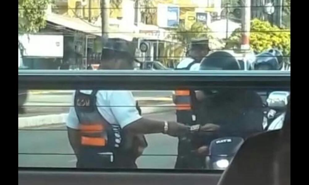 Agente de tránsito filmado recibiendo supuesta coima será sumariado