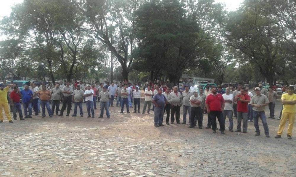 Trabajadores decidieron en asamblea ir a una huelga general en la ANDE. //Chistian Rappenecker