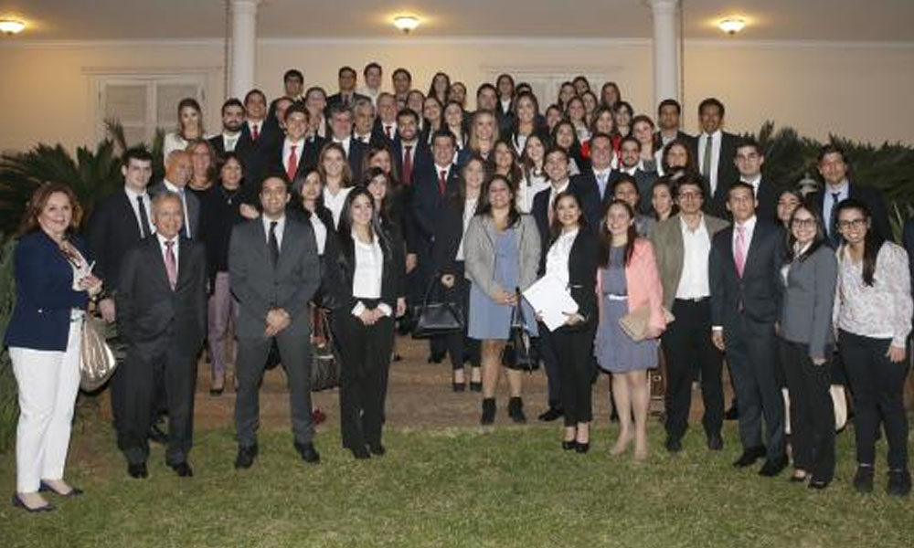 Unos 600 paraguayos estudian en el extranjero mediante el programa Becal. //presidencia.gov.py
