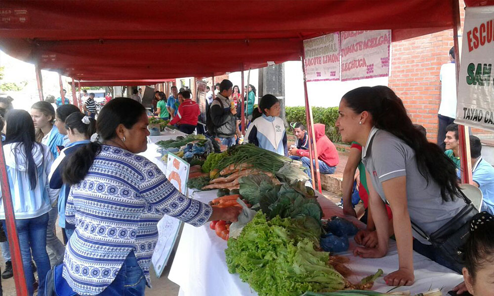 """Productos orgánicos y frescos. La """"Feria de Productos Agropecuarios"""" se llevó a acabo en la veredad de la Gobernación de Caaguazú. //OviedoPress"""