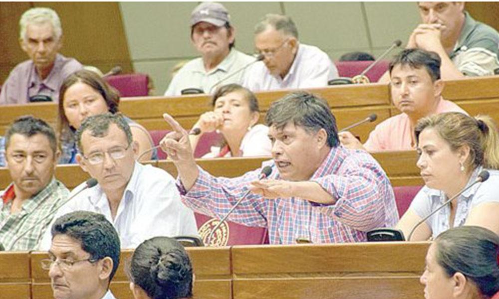 Muchas quejas. Por momentos los ánimos se exaltaron en medio de relatos sobre testimonios de víctimas de la FTC. Foto://Ultimahora.com