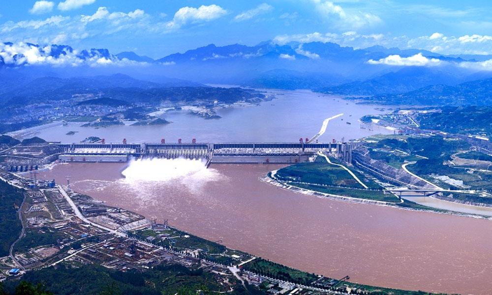 El complejo hidroeléctrico Tres Gargantas (China) habilitó ayer, como último detalle, se esclusa de navegación, reiniciándose así la navegación del río Yangtse. //spanish.cwe.cn