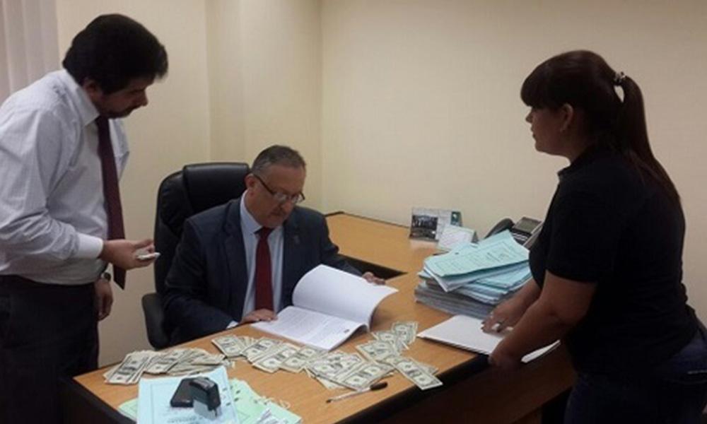 Procedimiento de detención del juez (centro). Foto://Paraguay.com