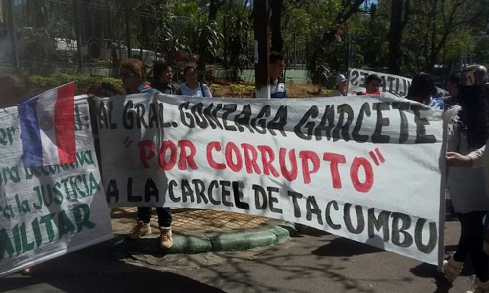 Familiares de militares exigen pagos e investigación de casos de corrupción