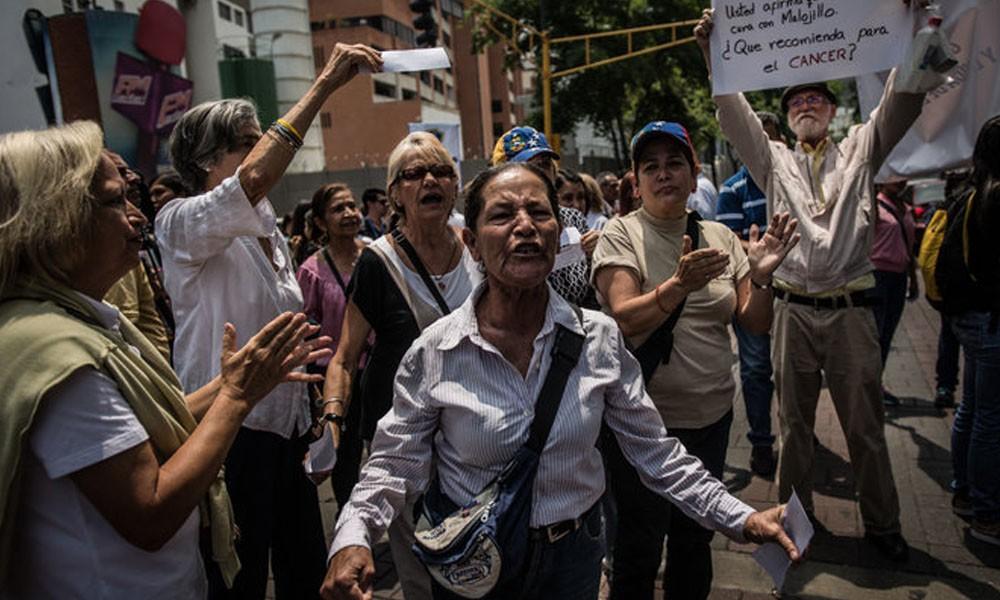 Una protesta el mes pasado en Caracas por la crisis hospitalaria. // The New York Times