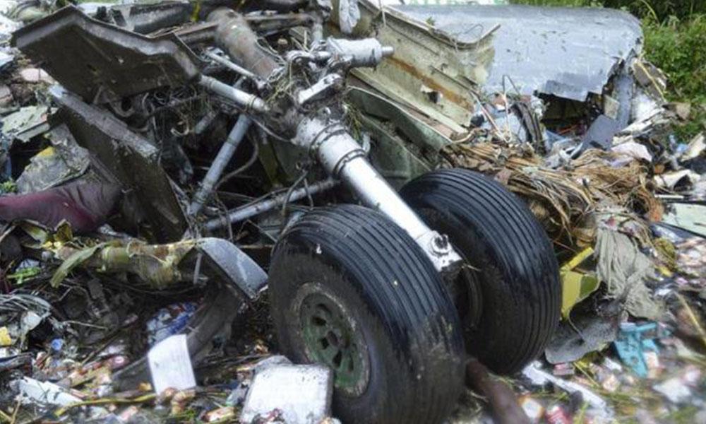 Foto de restos del fuselaje de un helicóptero tras sufrir un accidente. Foto://EFE - Archivo