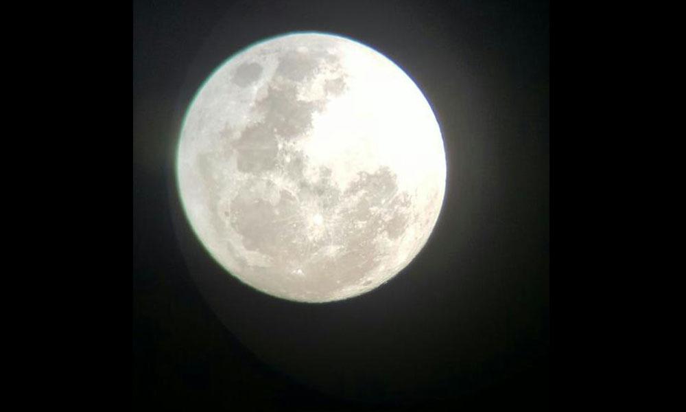 El satélite natural de la tierra tendrá un acercamiento tal, que hará parecer a la vista mucho más grande. //Ramón Aveiro, miembro del Club Ovetense de Astronomía
