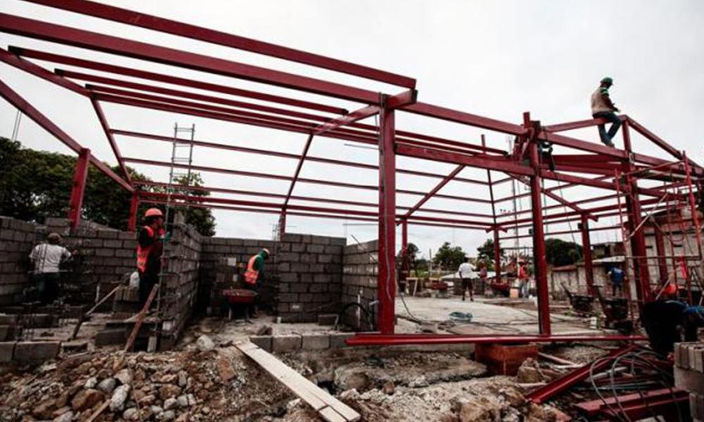 Obras en el mercado de mariscos de Pedernales (Ecuador), que quedó destruido tras el terremoto que el pasado 16 de abril sacudió Ecuador. Foto://EFE-Archivo