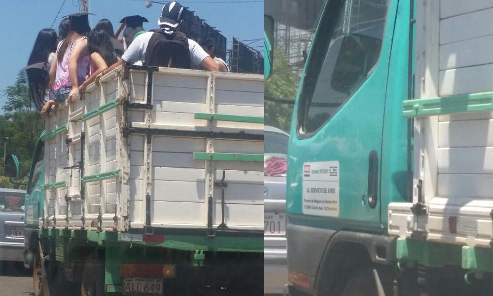 """Vehículo al servicio de ANDE transporta a estudiantes en caravana de """"Último Día"""""""