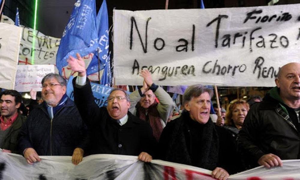 Confederación General de Trabajo (CGT) de Argentina ve como inevitable la realización del primer paro general en contra del gobierno de Macri. //blogspot.com