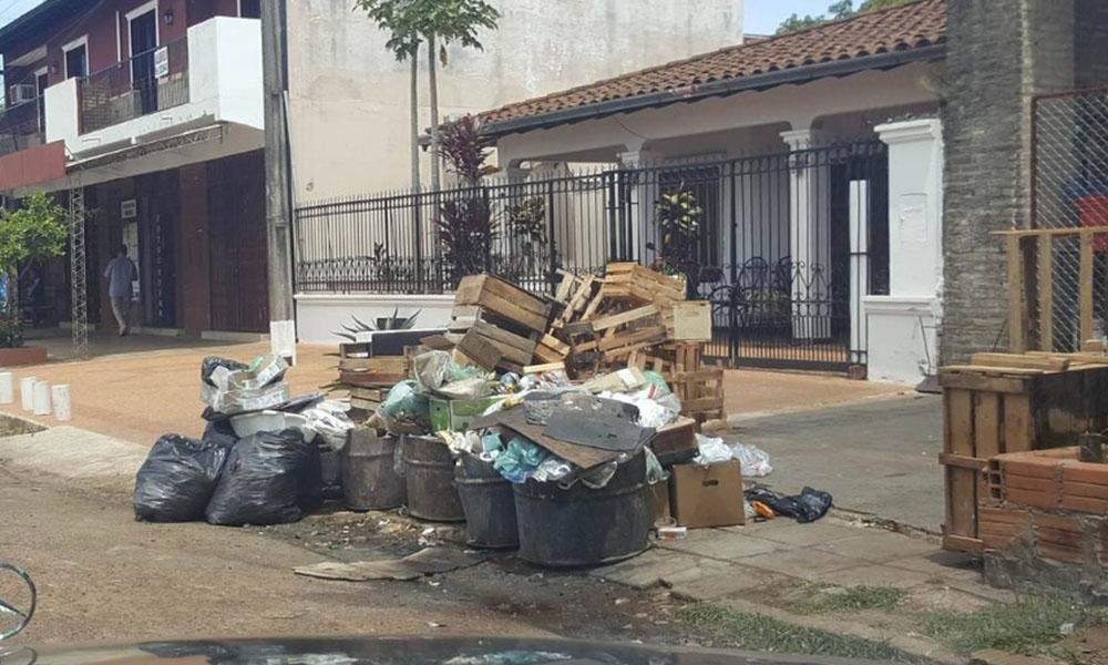 Basura apesta en el Mercado Municipal Nro. 2