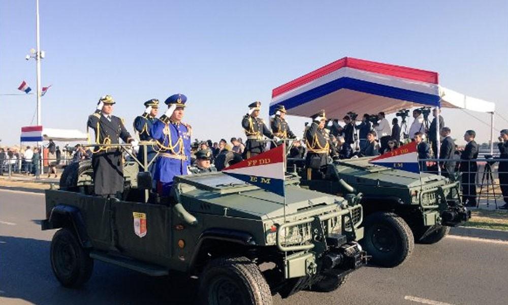Por aniversario de Asunción realizan desfile militar y policial en la Costanera