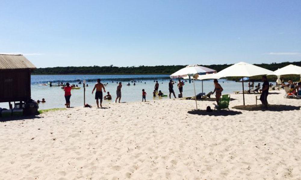 La playa caribeña del Rancho Laguna Blanca no se podrá disfrutar debido a la clausura temporal del negocio. Foto Ultimahora.com.