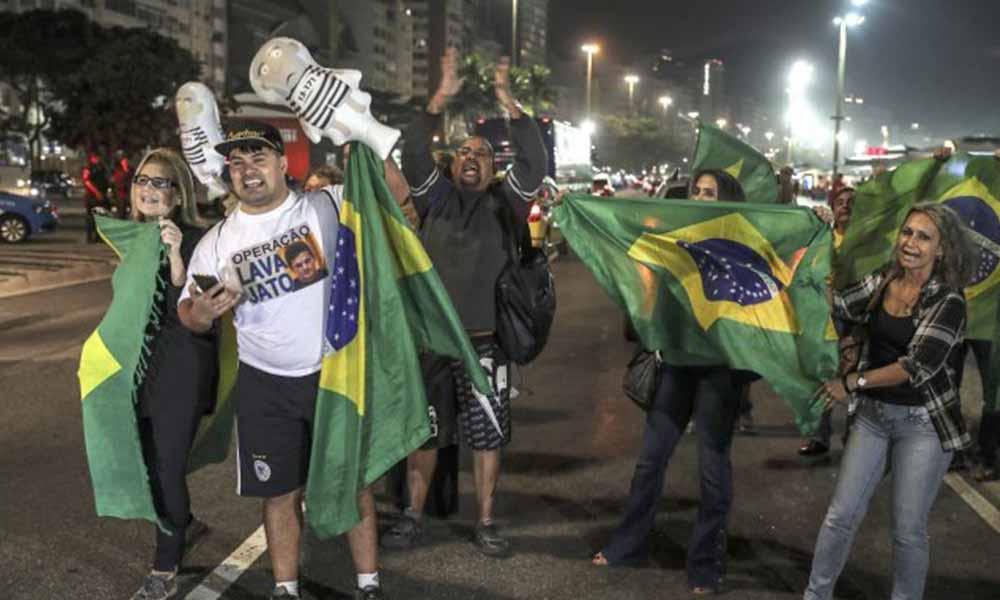 Manifestantes a favor y en contra de condena a Lula en Sao Paulo