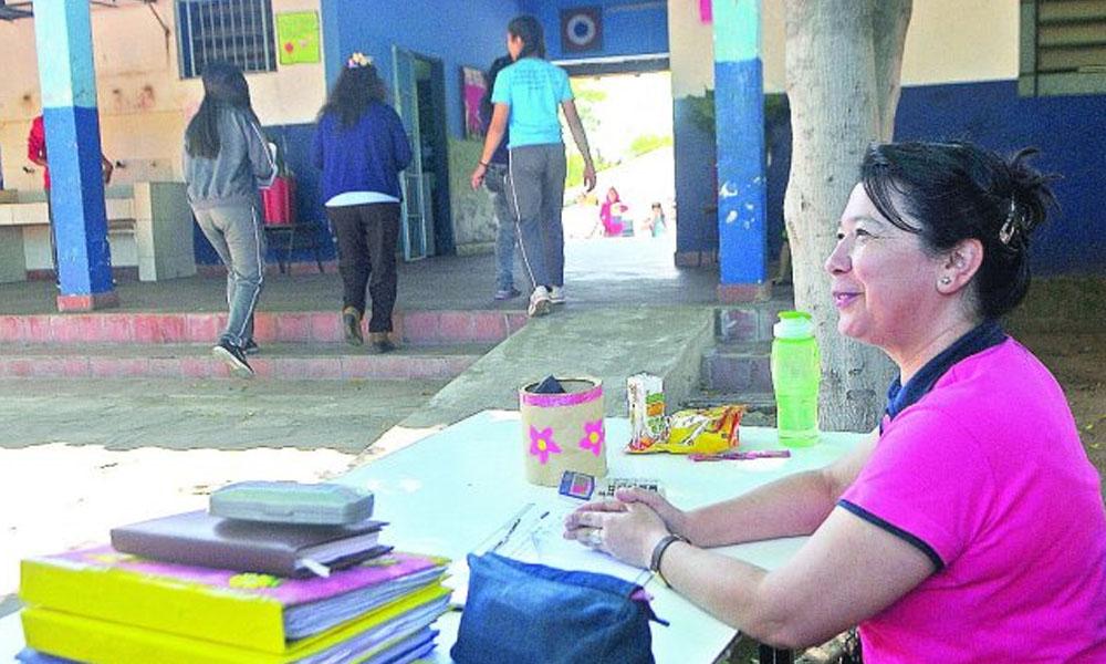 Pese a su nueva función, Irma Fernández se muestra positiva en la escuela. //UltimaHora,com