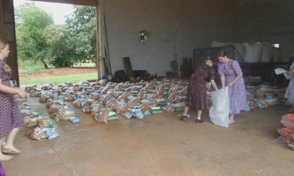 Los menonitas inician preparativos para entregas víveres en el Norte. Foto: 970 AM. Unos USD 50.000 fue lo recaudado para el efecto. Foto://970 AM.