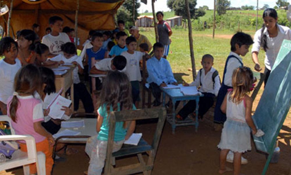 Unas 971 escuelas están en condición de pobreza. Foto://paioliva.blogspot.com