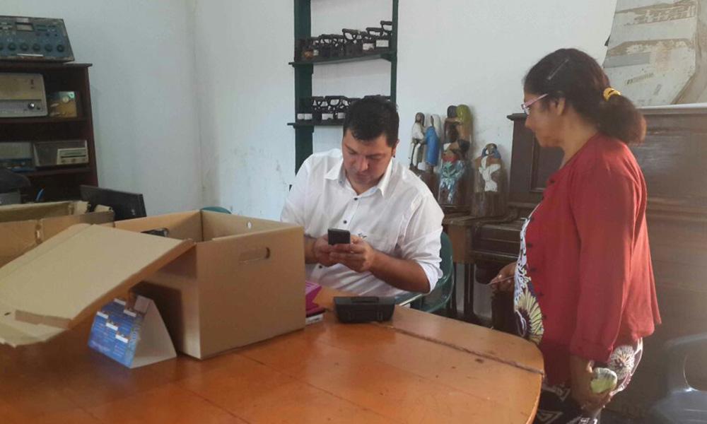 Cobradores de la Secretaría de Acción Social presentes para cobros a adjudicados con inmuebles sociales. //OviedoPress