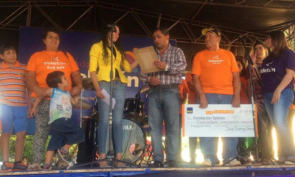 Voluntarios de José Domingo Ocampo, realizando entrega de lo recaudado en la ciudad. //Teletón - Coronel Oviedo